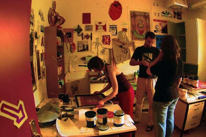 Wystawa prac artystycznych wykonanych w technice sitodruku