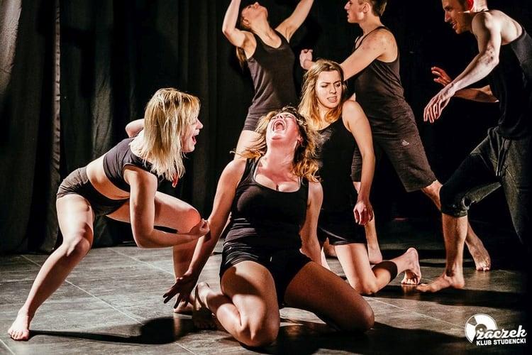 spektakl wyludniacz- w wykoniau teatrans UG